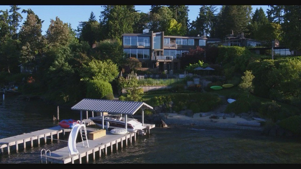 Mercer Island mansion has its own beach AND an infinity pool - Unreal Estate https://t.co/bL91tS9iPu