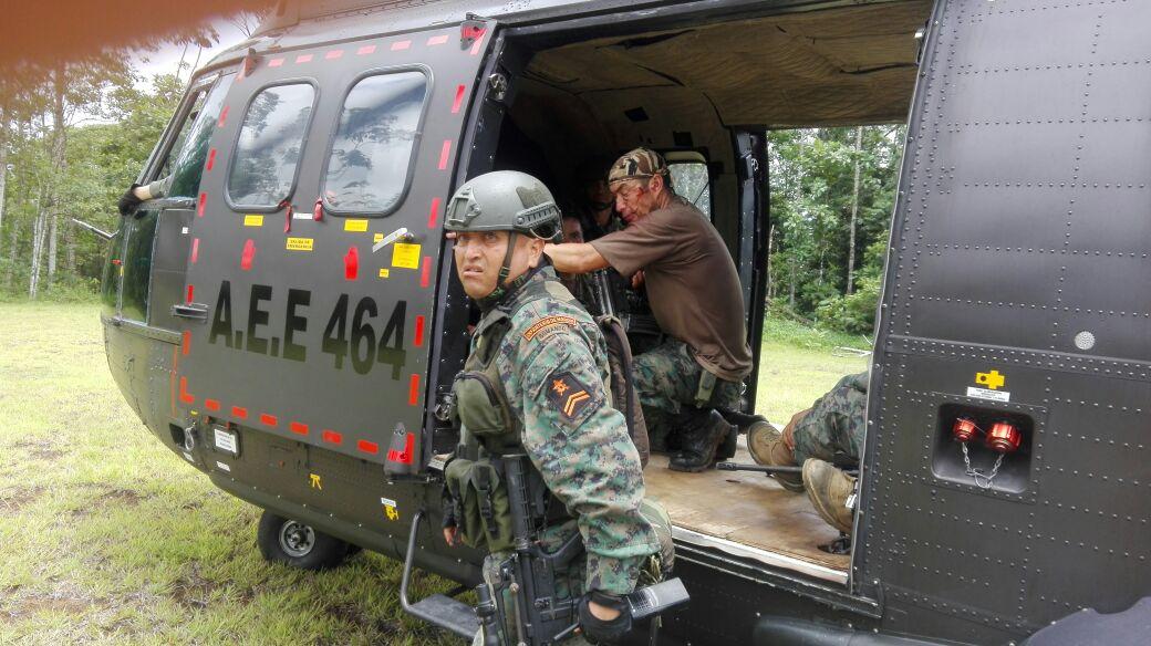 #Atención  Dos militares muertos y tres heridos tras ataque de grupos irregulares en un destacamento de Infantería de Marina, en el norte de #Esmeraldas, frontera con #Colombia. (Noticia en desarrollo)