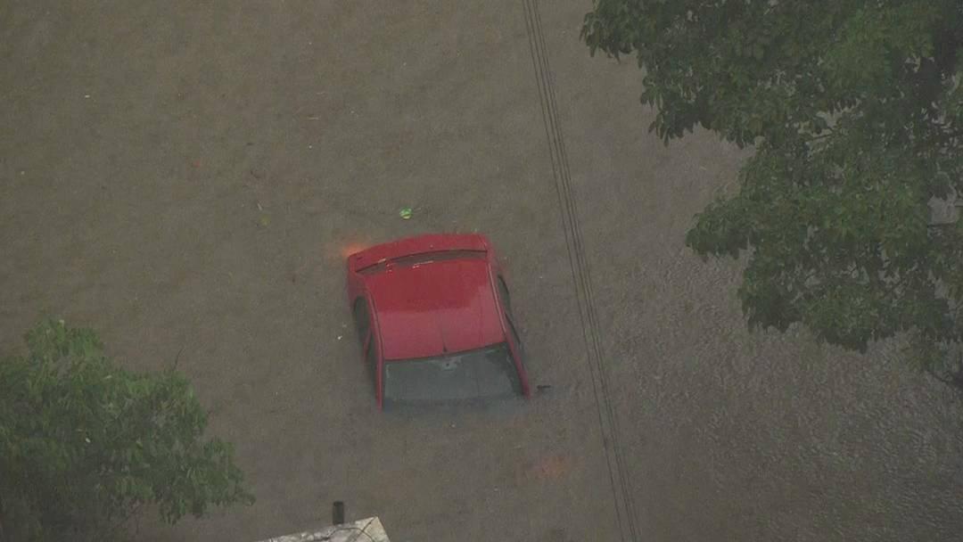 Chuva causa alagamentos e interdita avenidas em São Paulo  - https://t.co/MfQh8gBFWp