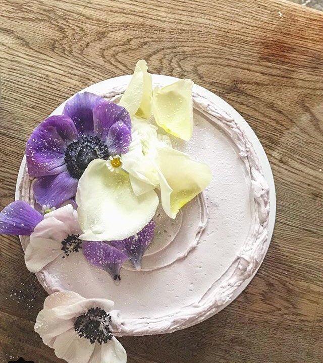 """Lemon Elderflower Cake Copycat Royal Wedding Cake: Emily Andrews On Twitter: """"Begone Fruit Cake...welcome"""
