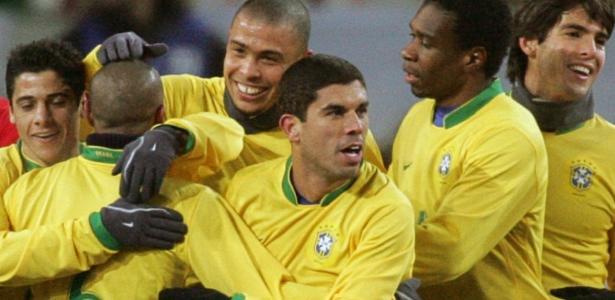 Mão de Rogério Ceni até congelou | Brasil já foi à Rússia por pressão da Ambev, sofreu no frio e se arrependeu https://t.co/y0BNWnYxLY