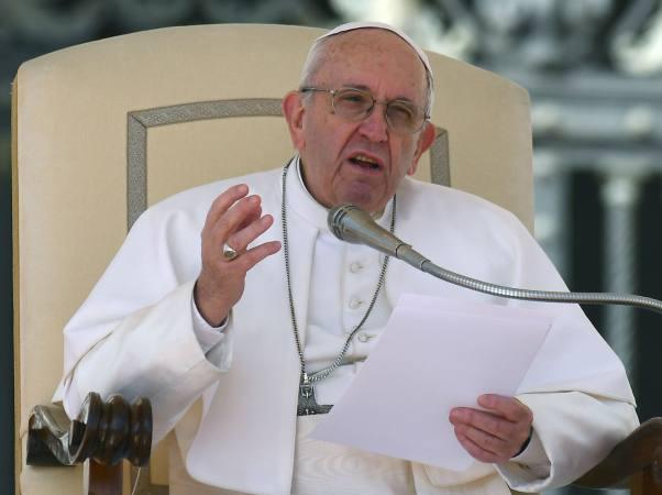 El papa Francisco lavará los pies en una...