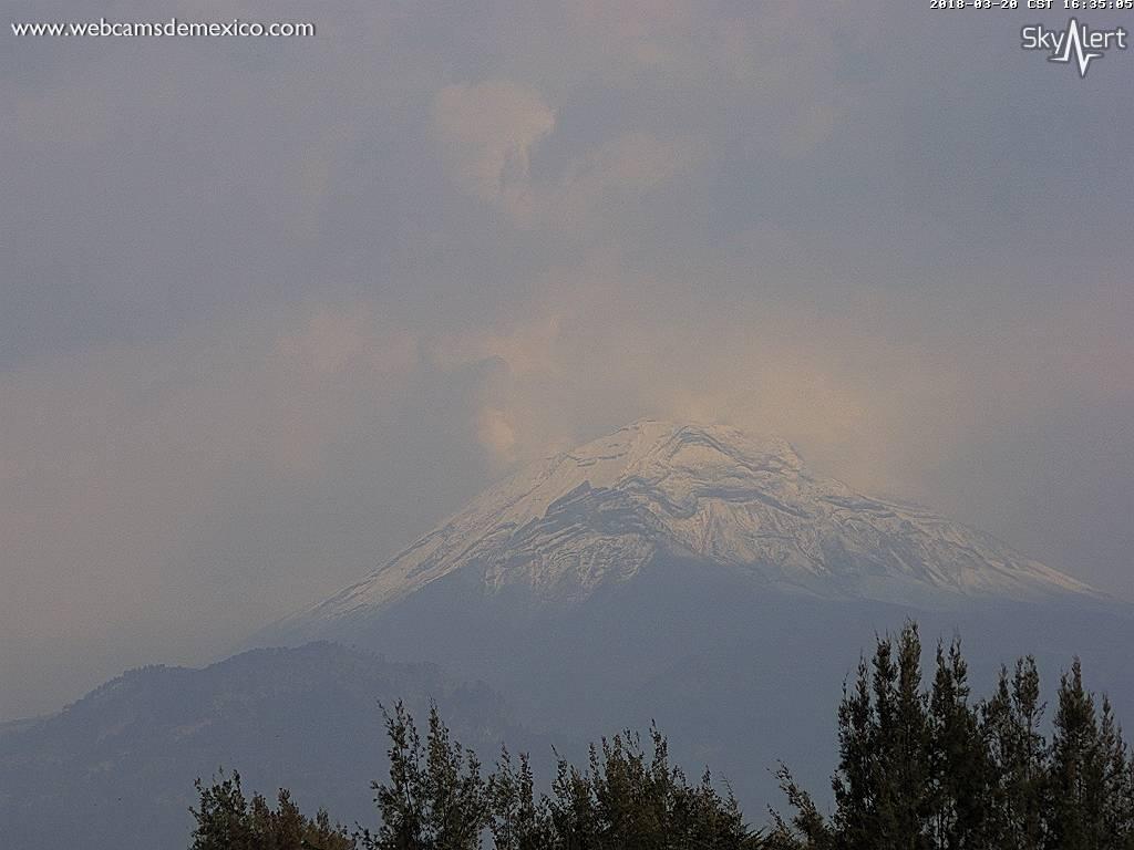 El #Volcán #Popocatépetl con nieve en este momento.  Vista #Amecameca #EdoMex.  Streaming y webcam en vivo vía @SkyAlertMx: https://t.co/fWafv3cKZk