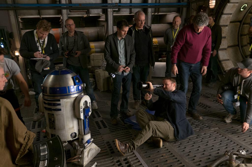 R2-D2 builder Lee Towersey talks bringing droids to life in #TheLastJedi. https://t.co/eX3nwPB2vA https://t.co/JTELMLqoWv