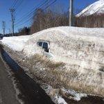 北海道もだんだん雪が解けてくる時期。これは春の風物詩?