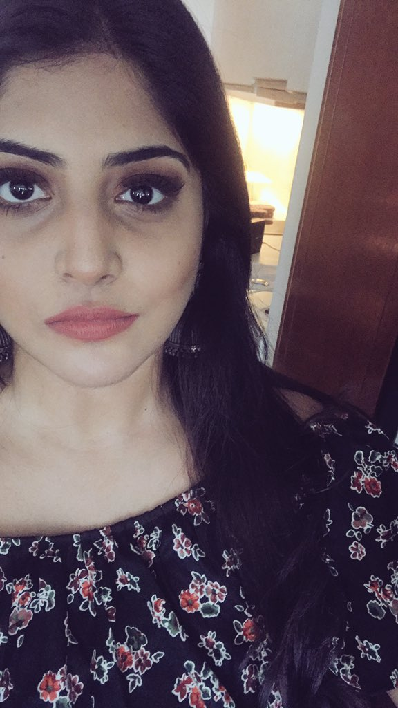 Manjima releases a Photo and Fans are SHOCKED - Check Photo