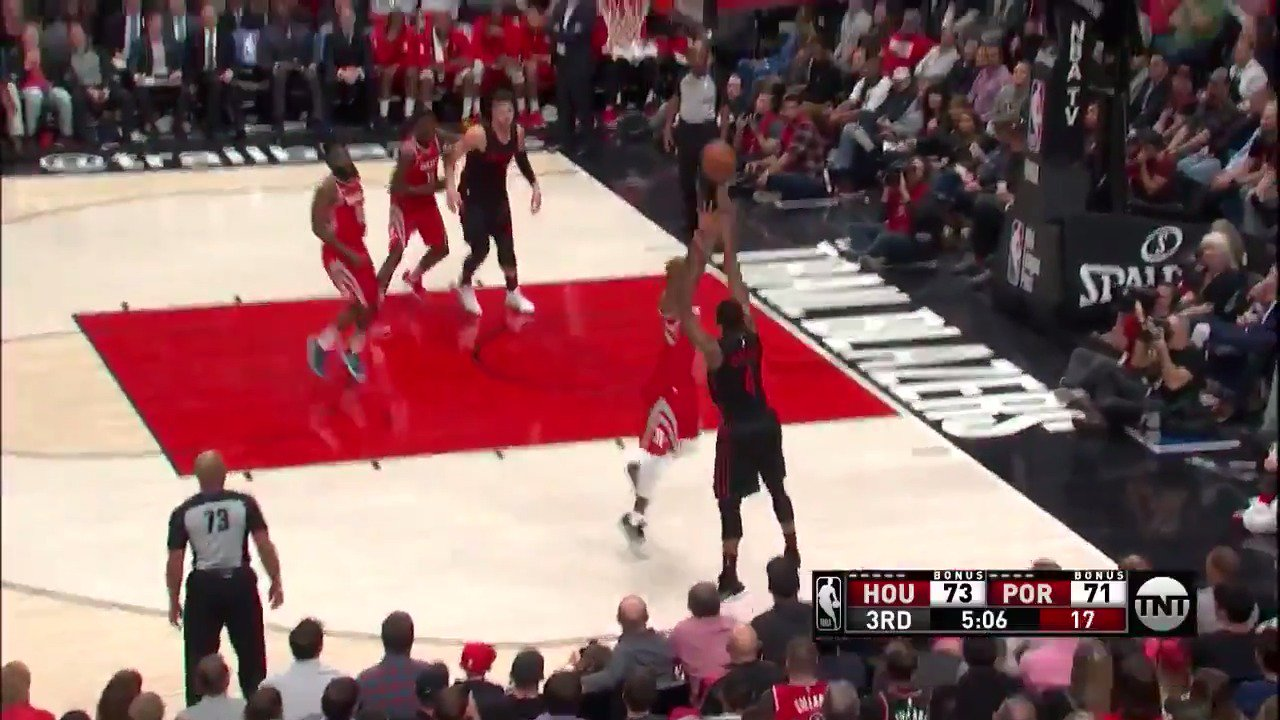 Lillard picks out Harkless to fire from deep!  #RipCity   Watch on TNT https://t.co/5YbegyYnLf
