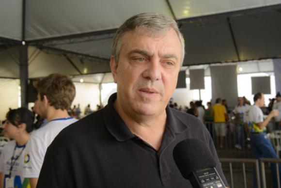 Ex-deputado do Paraná é encontrado morto em quarto de hotel em Brasília. https://t.co/ClJTgbUMy2  📷Secom PR