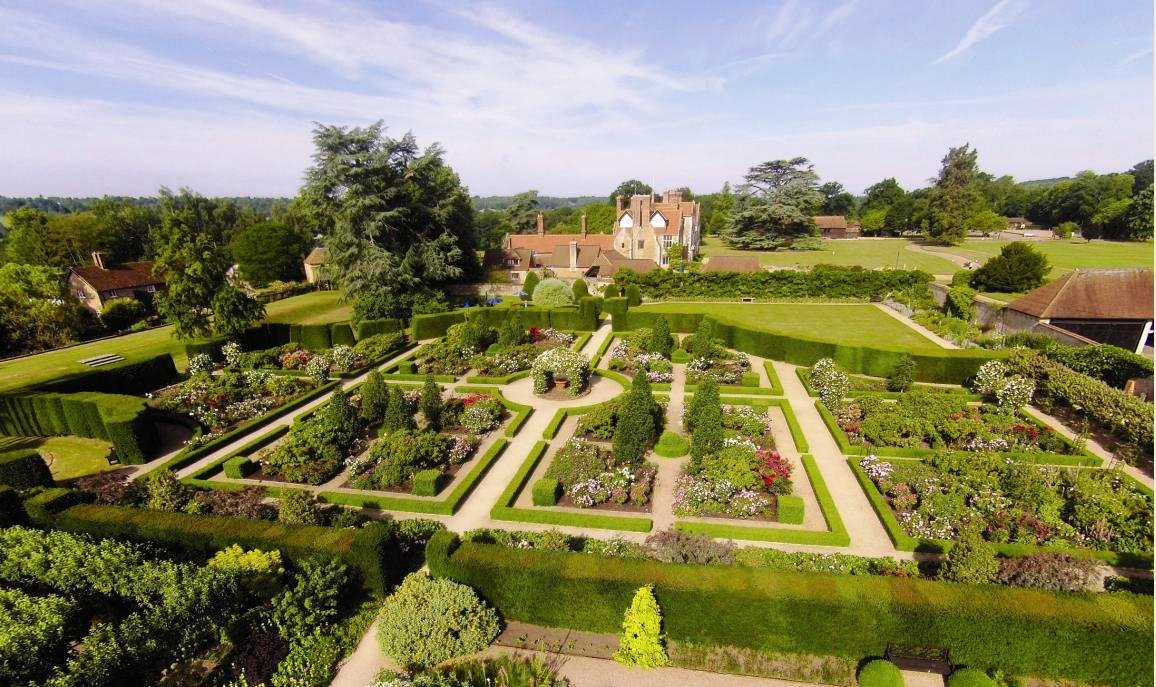 RT @SurreyNGS Lovely #LoseleyPark #Guildford open for #NGS 17th June 11-5pm.   https://t.co/lQYaJz6PQN Plants for sale. Cream teas. #greatgardensgreatcake  Pls RT @VisitSurrey @lovingsurrey