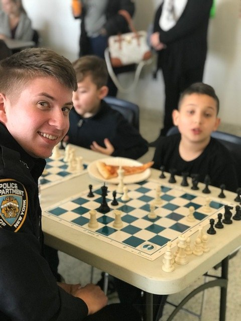 How's this for #NYPDConnecting?  Last month, NYPD officers and members of the greater Staten Island community gathered at the @NYPD121Pct for the fourth annual Cops vs. Kids Chess & Checkers Tournament.  Read more: https://t.co/nZmV5Cm0IJ