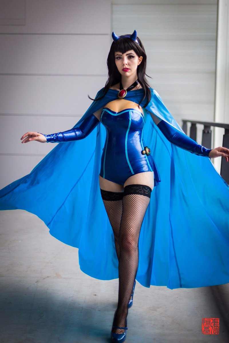 Food And Cosplay On Twitter Latex Bombshell Raven Cosplay By