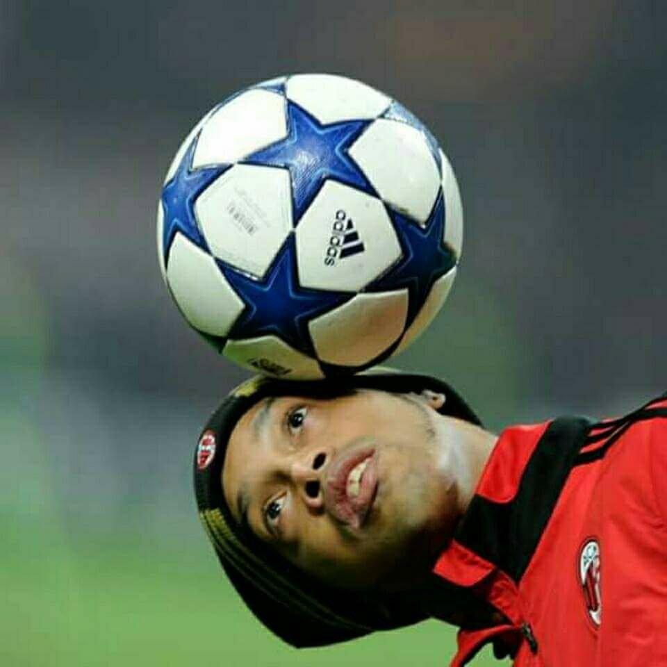 Los jugdores de ahora se están quejando que el Balón del Mundial de Russia (Telstar 18) salta mucho y es difícil de controlar, cuando oigo eso recuerdo que yo jugaba al fútbol hasta con un limón - Ronaldinho.