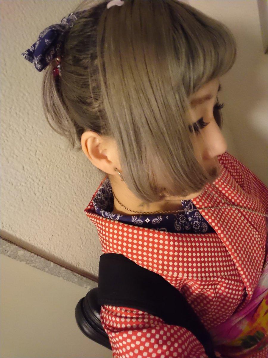 前のストリート写真、ペイズリー柄の半衿見えてなかったけど、こんな感じでした。  余った布で髪飾りもつくったよ。  ex.100均のペイズリーバンダナ。(安)