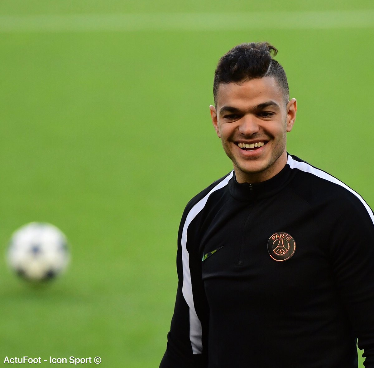 Hatem Ben Arfa a projeté de se rendre dans le vestiaire parisien avec des pizzas le 5 avril prochain,  afin de fêter les un an de son dernier match officiel. (@francefootball)