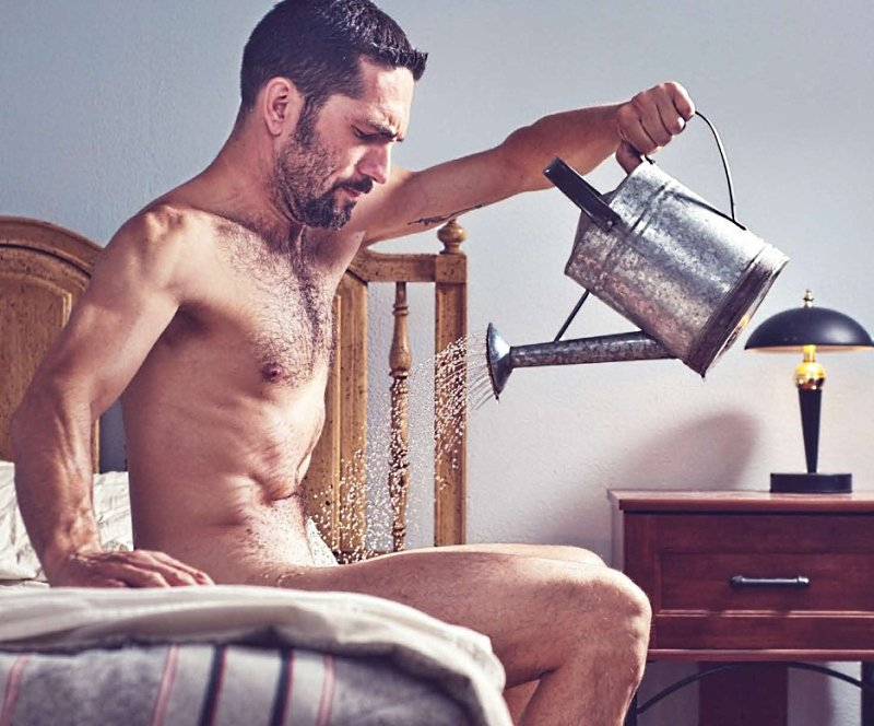 Видео о мужском дроче, голая пизда сзади из под юбки