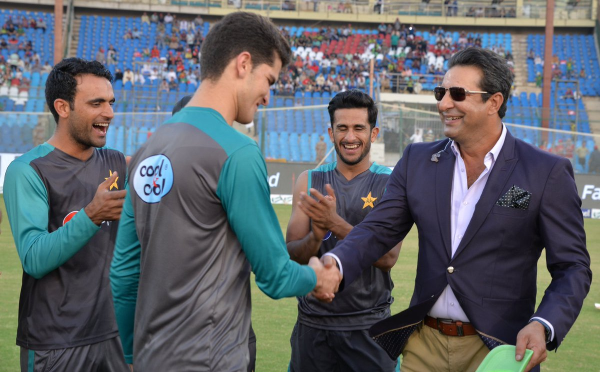 Shaheen Shah Afridi receives his T20I debut cap from Wasim Akram