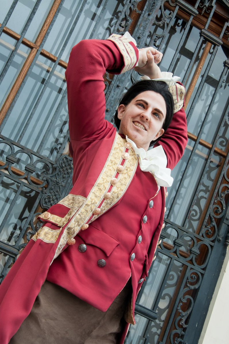 First picture of my Gaston cosplay by the amazing @RaikkoCosplay 😍💕  #gaston #gastoncosplay #beautyandthebeast #cosplay #austriancosplayer #crossplay
