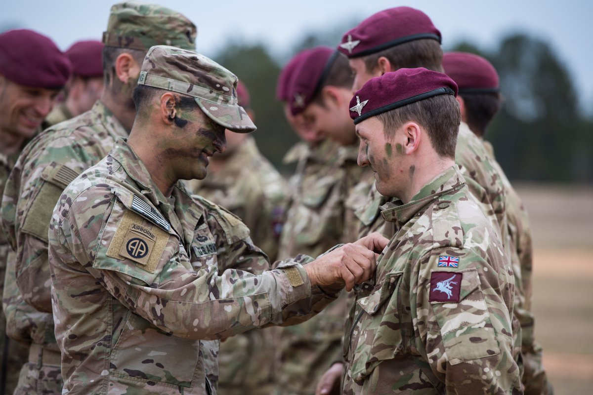 British Army On Twitter Soldiers Of 2nd Battalion The Parachute Regiment Are Presented With Us Airborne Jump Wings By Members Of The Us 82nd Airborne Division Following A Joint Parachute Jump Https T Co Edbscr5657