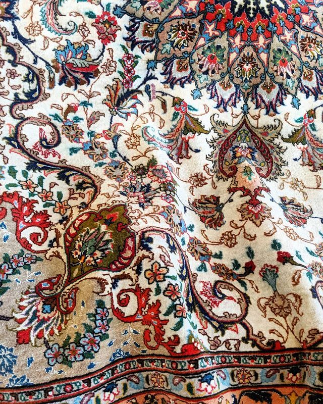 Blue Paisley On Twitter The Beauty Of Luxurious Handknotted Rugs Bluepaisley Handmade Persian Carpet Colour Cover Contemporary