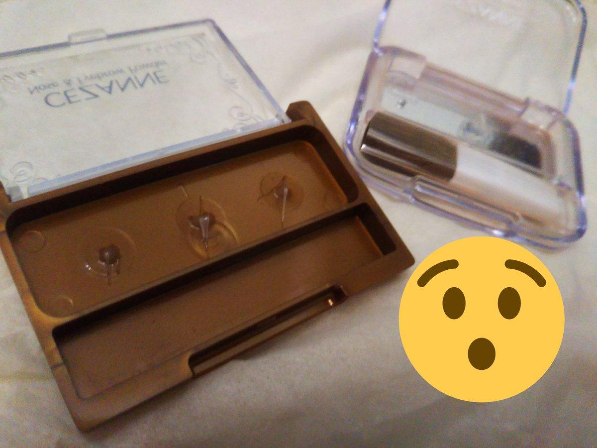 ファミマで無印良品のカードケースを発見したので、コスメを収納してみた!本当に入った!キャンメのアイシャドウと、セザンヌのアイブロウパウダーとチーク。 ブラシ ...
