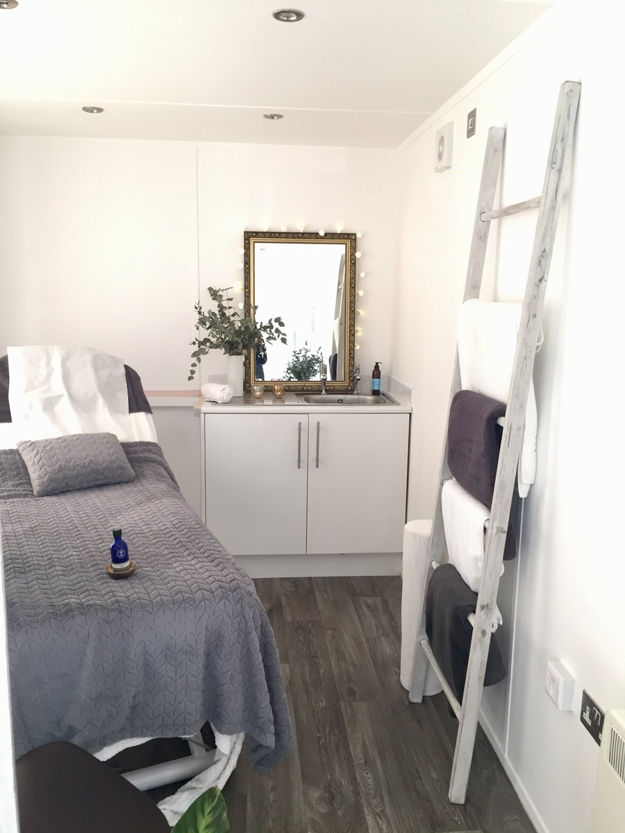Indulge in a new #Ayurvedic #footmassage courtesy of #KarenJoseph #reflexology. Her# boutique health and #wellbeing pop-up #reflex studio is the perfect place to treat your tired #tootsies! https://bit.ly/2pCElll #Leicestershire #turlangton #supportlocalpic.twitter.com/tB7YmmcTF8