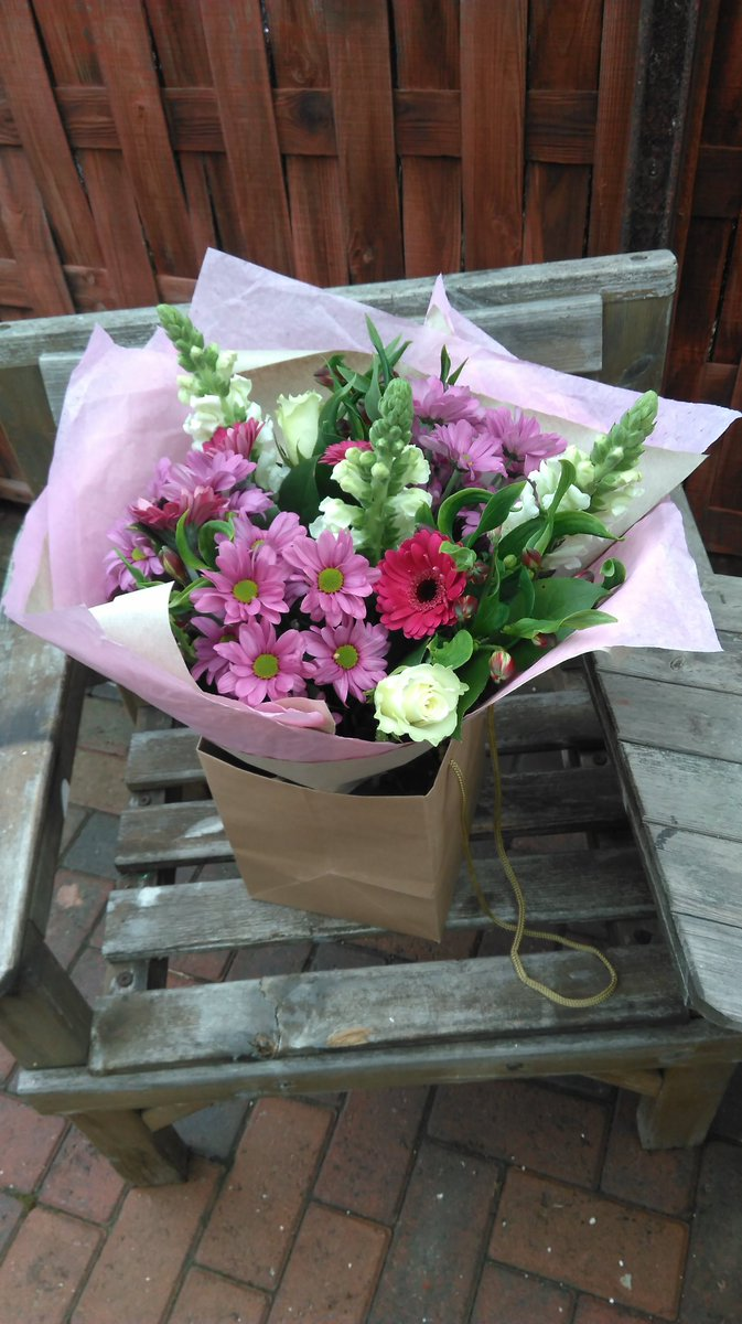Lorna florist lornaflorist twitter here at la fleur we do wedding flowersfuneral flowers and corporate flowers for any of these please message me we are also on facebook izmirmasajfo
