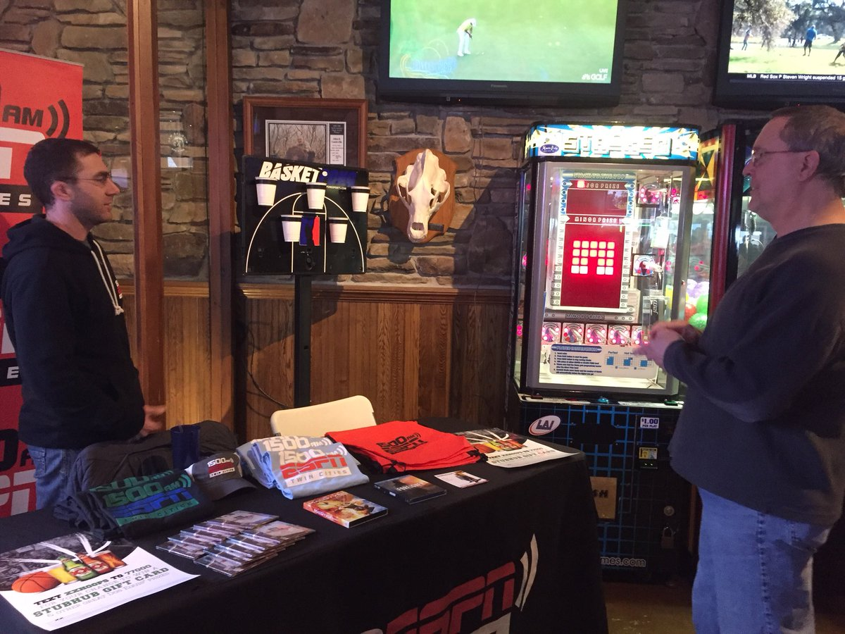 Dave Harrigan Is Hanging Out Saks Sports Bar In Vadnais Heights With Dosequis Watching The Tournament Come By Before 7 30pm For Awesome
