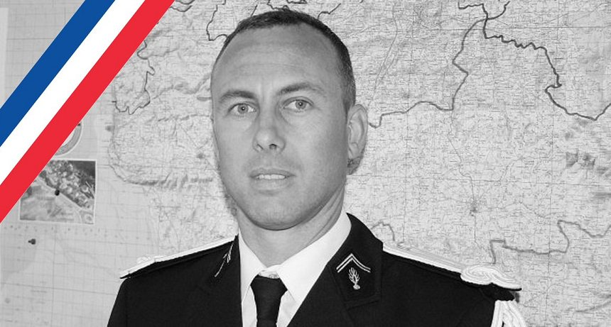 Во Франции скончался полицейский, обменявший себя на заложницу в супермаркете https://t.co/IamYn4caRb