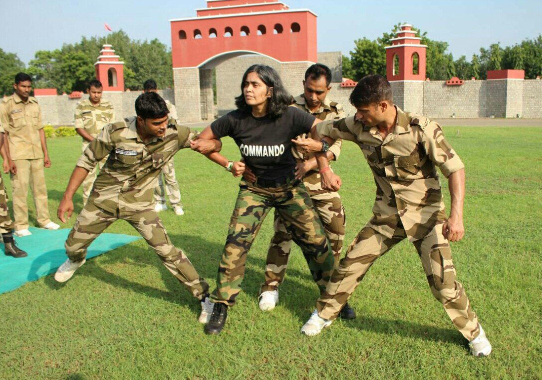 #NariShakti    7th-degree black belt holder in martial arts, a combat shooting instructor, a firefighter, a scuba diver, an HMI medalist in rock climbing, a Mrs India World pageant finalist.. She is Dr. Seema Rao, #India&#39;s only female commando trainer..  @AshiQuotes @trunils<br>http://pic.twitter.com/cp5THxfbL9