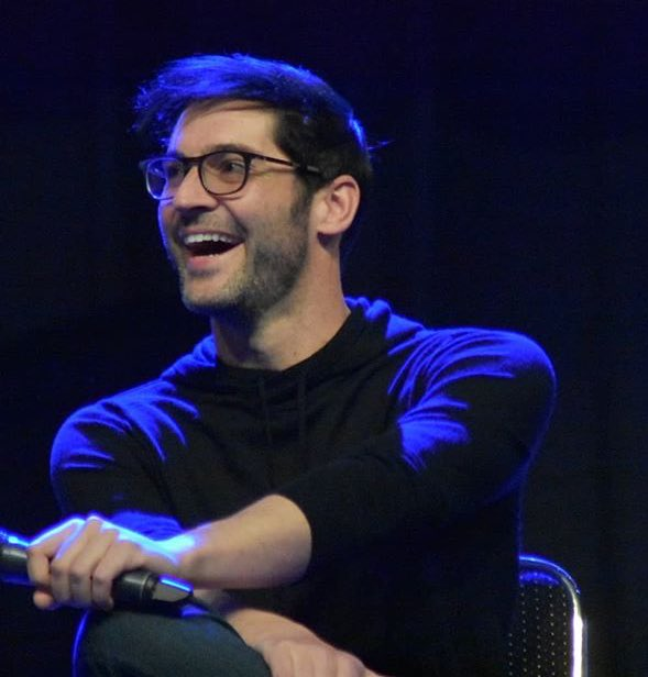 """Magiccon 2018: Tom Ellis Fans 😈💜 On Twitter: """"#Repost @pi.pa.pola With"""