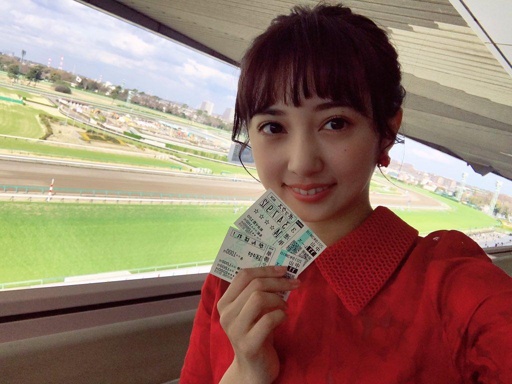 今日は日経賞のプレゼンターとして中山競馬場にきてます!! 私も予想しましたー☺️...