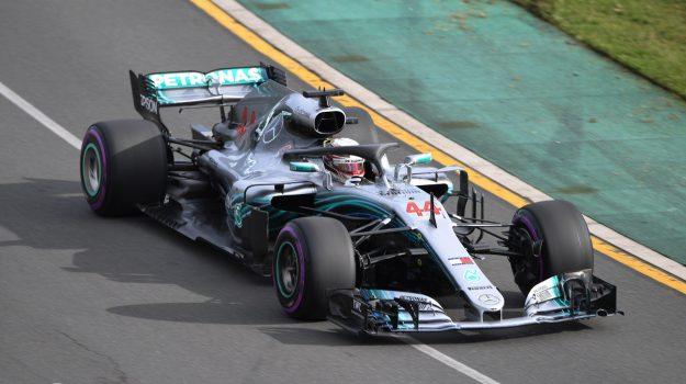 Gp d'Australia, #Hamilton in pole davanti a #Raikkonen e #Vettel https://t.co/AvDvhYKiOO