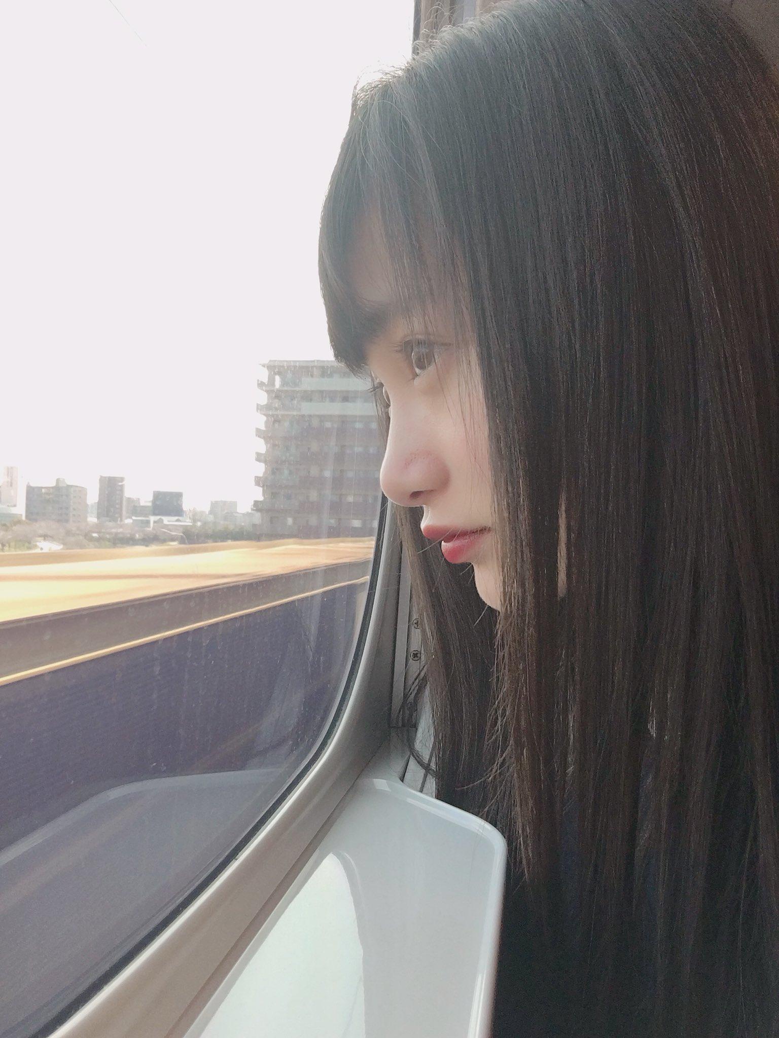 電車の窓から福田愛依