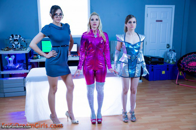 Sexy Fandom: SciFi DreamGirls Triples The Fun For You...