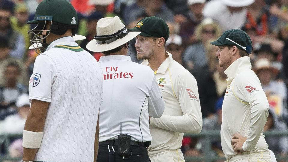 #Balltampering row hits Newlands Test. Video footage has emerged of #CameronBancroft apparently taking a scrap of sandpaper from his pocket to rub on the ball #SAvAUS   https://t.co/2eLfG4oQLQ