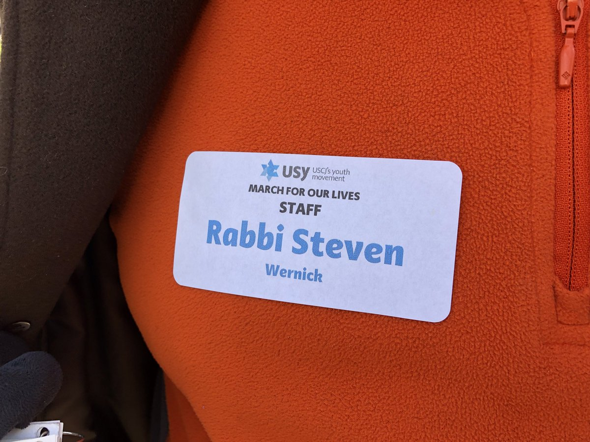 """Rabbi Steven Wernick, chief executive officer of @USCJ, leads a group of more than 200 marchers, many of whom stayed at local synagogues to attend Saturday's #MarchForOurLivesdc. """"We wanted to give people a meaningful Shabbat experience,"""" Wernick said. @USYTweets"""