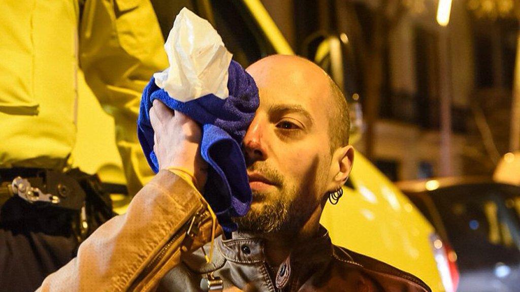 Un manifestant perd parcialment la visió...