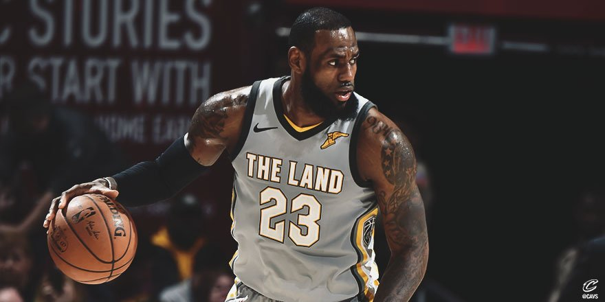 Prior to his first turnover in the third quarter of #CavsSuns, @KingJames dished out 28 straight assists.  It was the longest such streak of his career, per @EliasSports.   #StriveForGreatness🚀 || #AllForOne