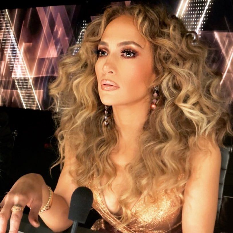 .@JLo, @BlakeLively, and @Beyonce are all about super curly hair these days: https://t.co/c3d7uqDmPe