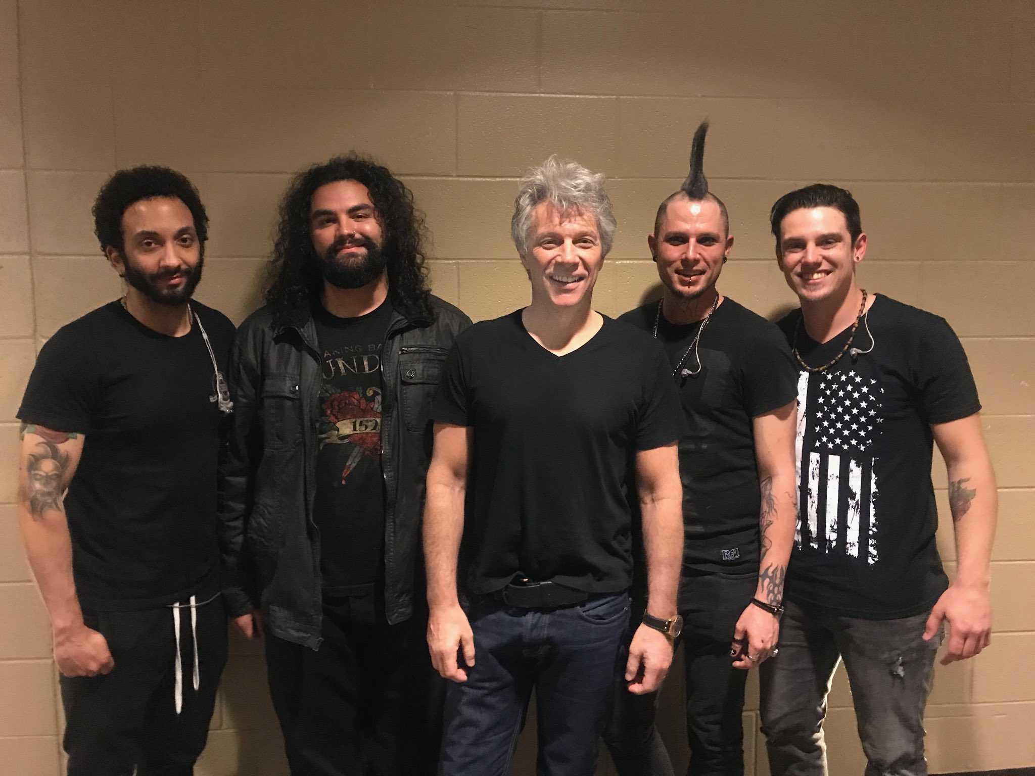 Who was in Houston with us last night?? JBJ with opening act, @holdonhollywood + setlist. #THINFStour https://t.co/zcJqcK9umt