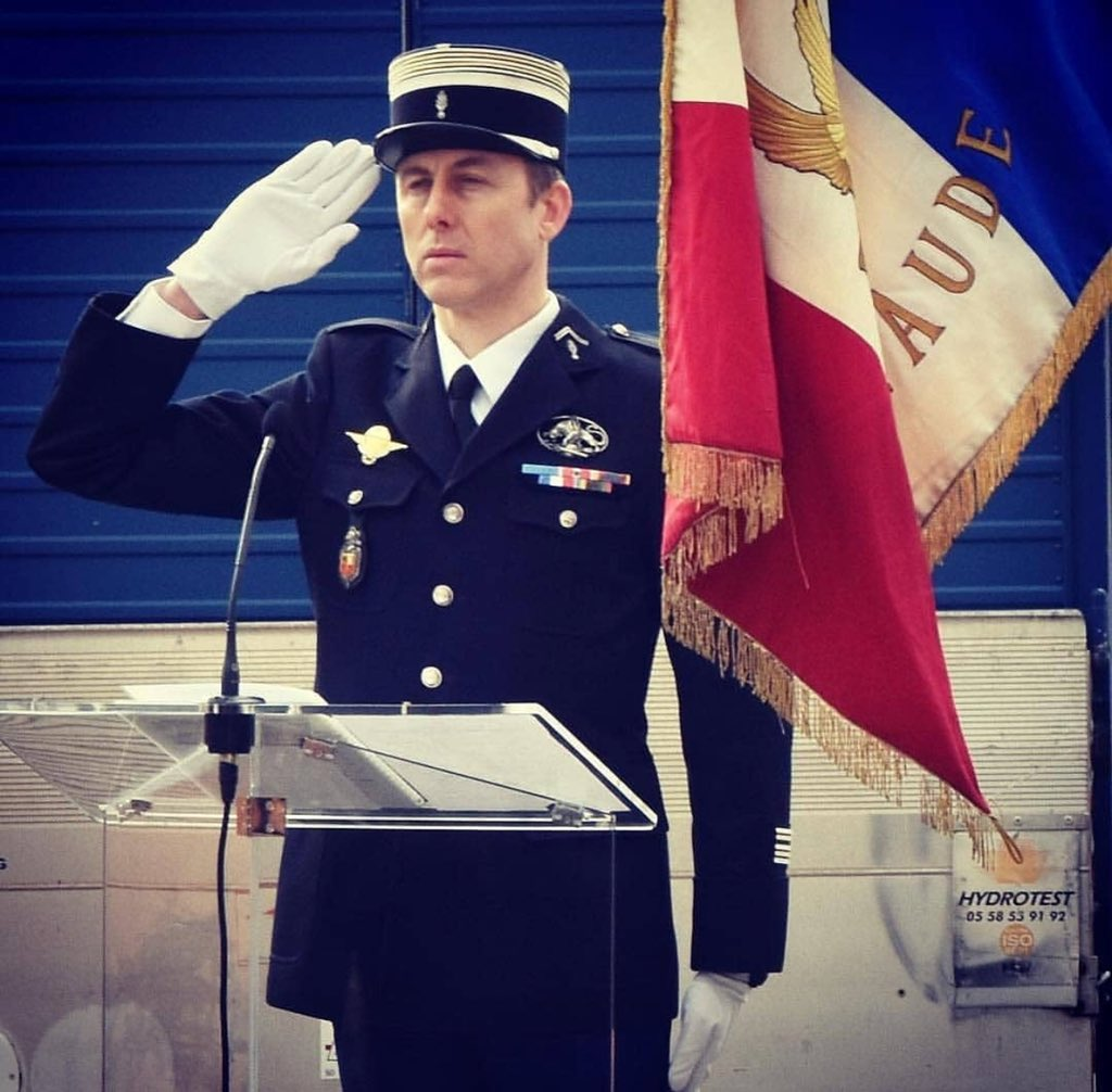 Voilà un Grand Homme #ArnaudBeltrame Pensées à sa famille. Paix à son âme 🙏🏽 Soutien à nos Forces de l'Ordre. This Hero voluntarily swapped himself with a woman hostage during the terrorist attack in Trèbes, France. He was shot and unfortunately died today. May he Rest In Peace