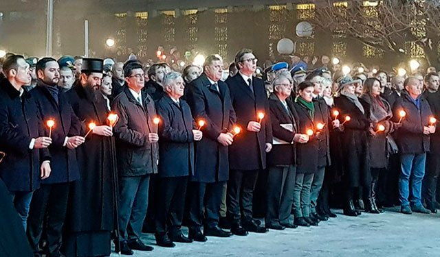 Не забудем, пока живы: тысячи сербов вышли почтить память жертв бомбардировок НАТО: https://t.co/UfHyiyph4f