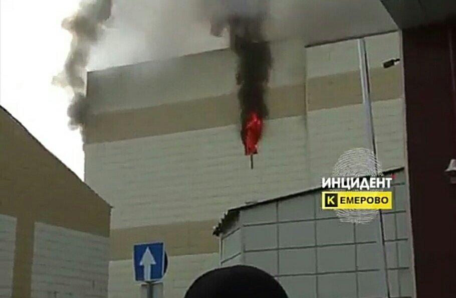 Cuatro muertos tras un incendio en un centro comercial de la ciudad rusa de Kémerovo DZH_a-zW0AAkqUw