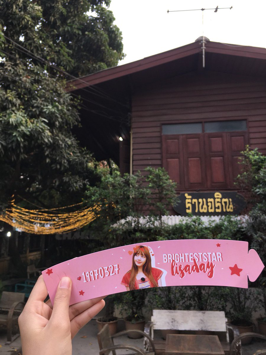 แจกฟรี  ที่ครอบแก้วกาแฟ Lisaday   ที่ร้านจริณ พาย  Lisa Blackpink  Date : March 27,2018 Location : Charin Pie Chiangmai   Call : 053-221-863 #Lisa  #BrightestStarLisaDay  #Lisaday #Blackpink  #BLACKPINK_HOUSE  #charinpie #charinpiechiangmai #reviewchiangmai <br>http://pic.twitter.com/wJxdidjdAm