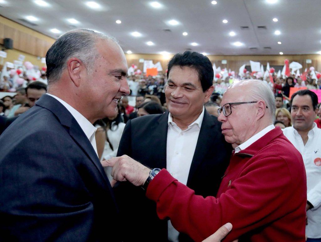 Felicito a mi Amigo José Calzada Rovirosa, por su protesta como sec. gral. del Movimiento Territorial priista,eje en la campaña de José Antonio Meade. Enhorabuena @ppcalzada, tu liderazgo será determinante. Un abrazo cariñoso y mi reconocimiento. https://t.co/gYLJlsRga5