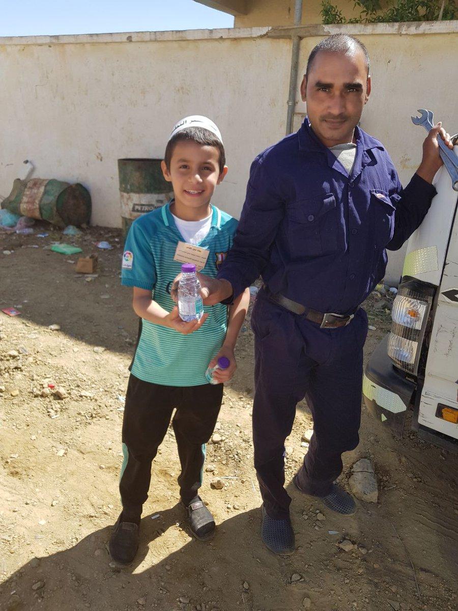 قام فريق ( ساعد  ) التطوعي بمدرسة ابتدائية ومتوسطة شقيق شمران بتوزيع مياه في عدد من الأماكن   ضمن الأعمال التطوعية التي يقدمها الفريق.