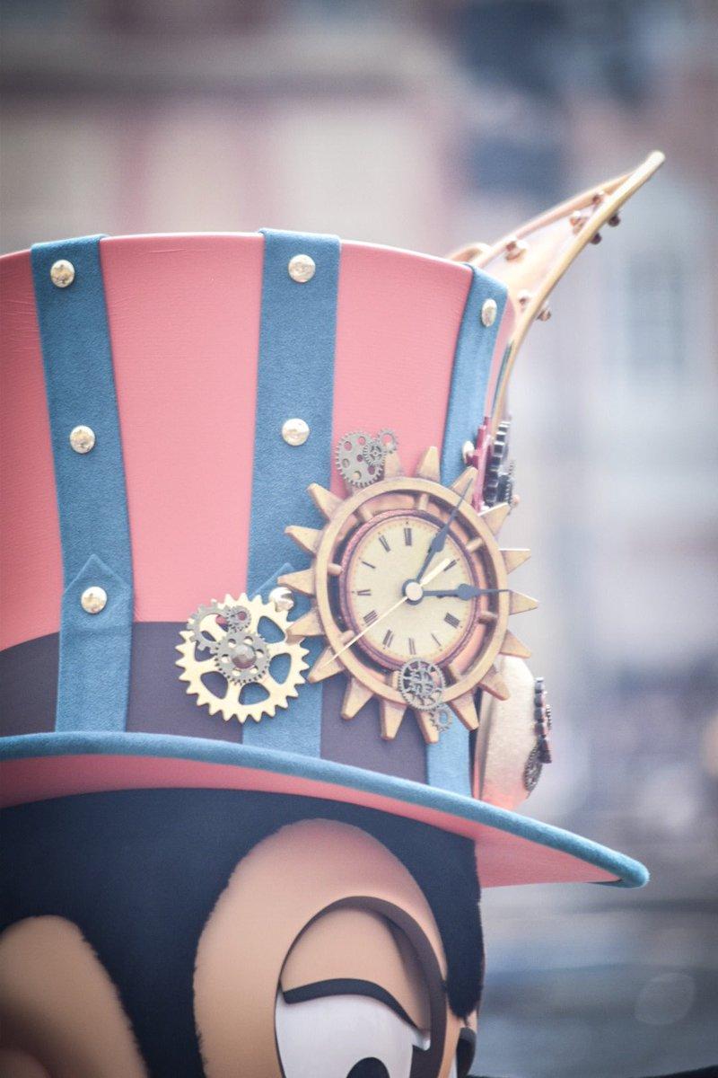 グーフィーとミッキーのスチパン衣装の時計、3時5分なのはきっと35th記念だからだよね🎉
