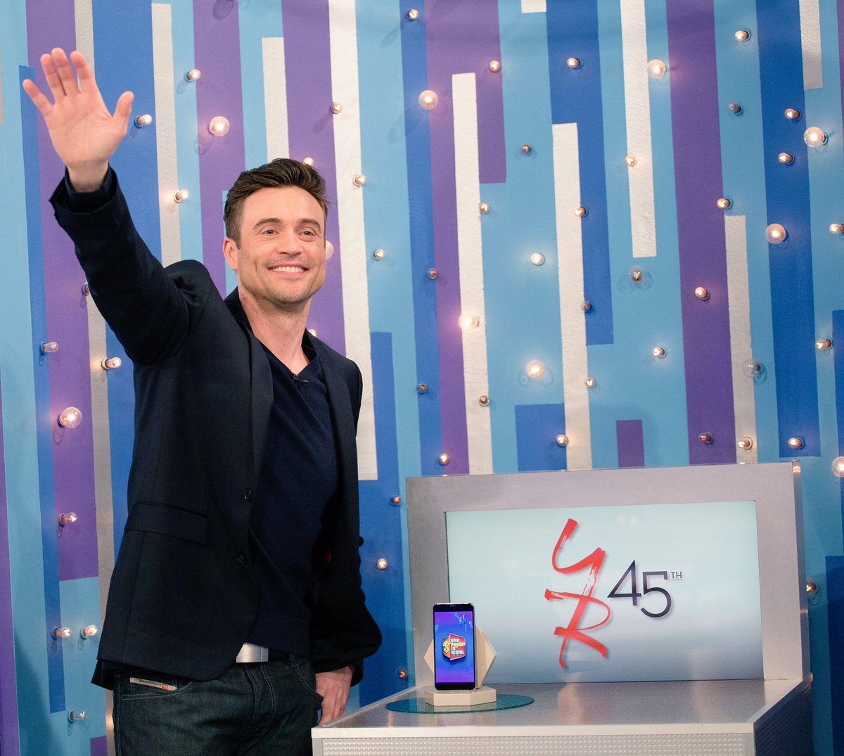 """Звезды The Young and the Restless на шоу """"The Price Is Right"""" 2018 DZM888OU0AE5z7O"""