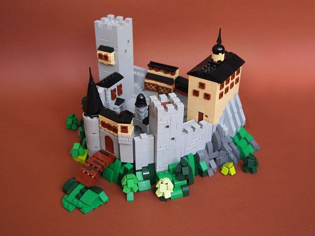 &quot;Pint-sized #Castle packed with style&quot; | This #Microscale #Castle by Dwalin Forkbeard has a big personality. -  https://www. brothers-brick.com/2018/03/26/pin t-sized-castle-packed-with-style/ &nbsp; …  | #LEGO #Models<br>http://pic.twitter.com/4ocI1TZb8b