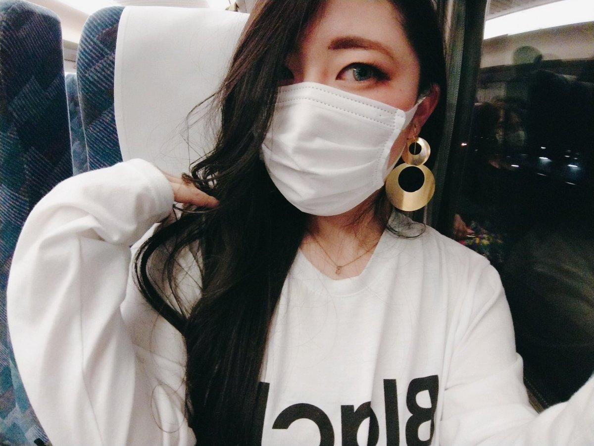 服忘れたから大阪で買った謎のBLACKロゴのロンTと安かったから勢いで買ったイヤリング。三日間たくさん遊んでくれてありがとう!551たべよっ!